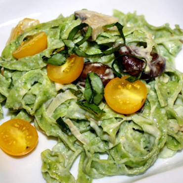 Fresh and Creamy Arugula Pasta